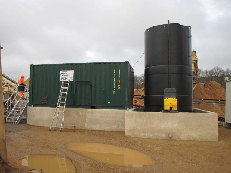 Container pour la projection de produits sur du sable